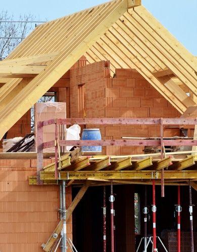 Dom jednorodzinny w trakcie budowy.