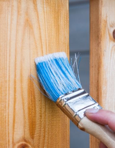Zabezpieczenie ogrodzenia drewnianego, podwójną impregnacją.